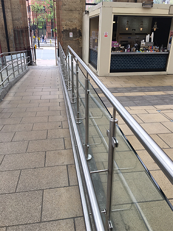 leicester_railway_station_glass_balustrade