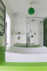 Keeping it clean – glass splashbacks in the bathroom